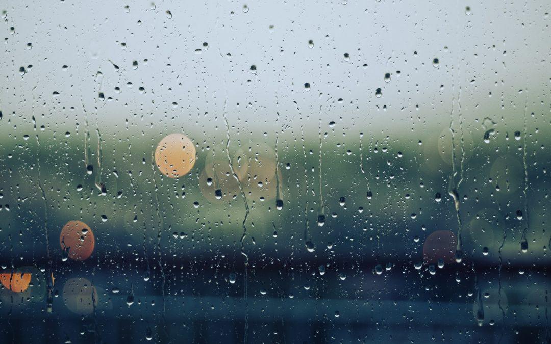¿Qué hacer si llueve al volante?